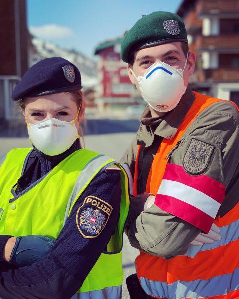 Quaranteam vom Arlberg! 🦠🩺🚫 #quarantäne #coronavirus #straßensperre #ausreise #polizei #bundesheer @mathiaso0 Lech Zürs ...