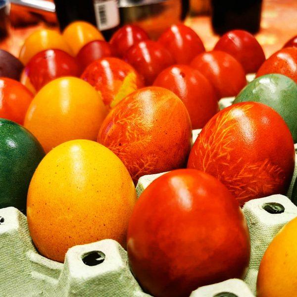 Für alle die keine Eierfarbe mehr bekommen haben - Zwiebeln für rote, Kurkuma ...