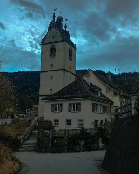 Las iglesias ⛪️ antiguas son las más bonitas y así son en los mágicos pueblos de Austria...