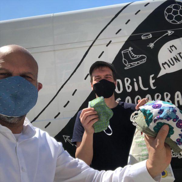 Lieferung der super stylischen Masken der Offenen Jugend Arbeit Montafon @jam_montafon 😷😷😷🔥🤟 Danke Antonio und deinem Team...