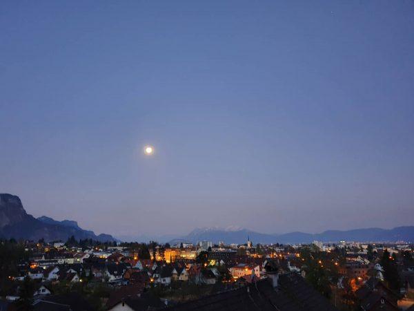 Morgäääähn 🌕😴 und einen guten Start in den Freitag 💜 #6850dornbirn #dornbirn #visitvorarlberg #vorarlberg #visitaustria #austria #supermond...