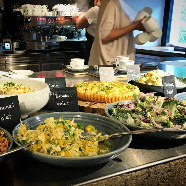 Erinnerung und Vorschau zugleich - Regionales Superfrühstück im Café Deli 🥰😋 #baerenmellau #bregenzerwald #visitvorarlberg derzeit: wieder ab...