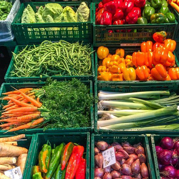 Die beliebten Wochenmärkte am Kornmarktplatz sowie die Bauern- und die Samstagsmärkte beginnen wieder ...