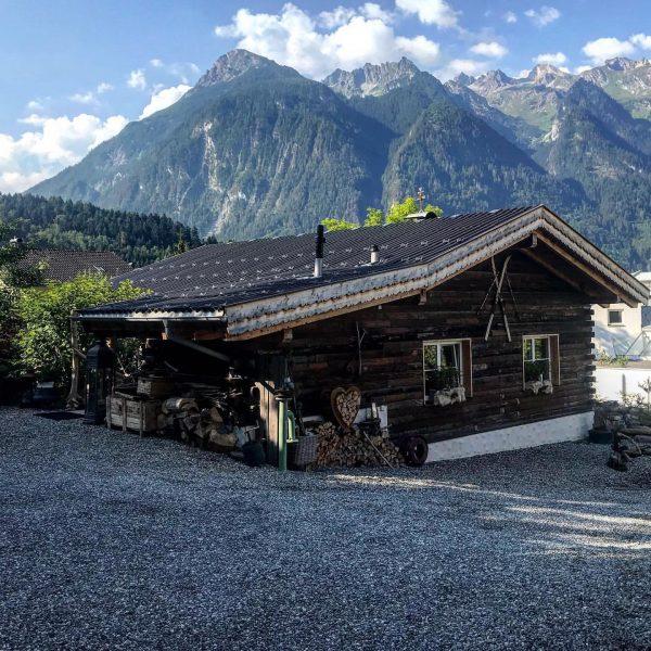 #chalet_alpentraum_bludenz #reiseblogger_at #travelbloggerlife #alpinetravel #alpinelodge #mountainchalet #chaletwithaview #luxurytravelblog #bloggersofig #instagoodblogger #alpinechalet #alpinetravel #mountainchalet ...