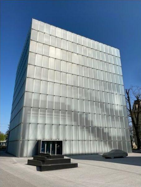 Kunsthaus Bregenz, Vorarlberg, Austria #architecture #zumthor #peterzumthor #kunsthaus #architecturephotography #reflection #symmetry #minimalism #glass ...