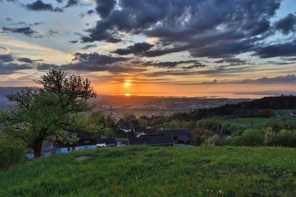 Bildstein am Samstag Abend #bildstein #Bildstein in der Abendsonne #mesmerhaus #bildstein #vorarlbergwandern #explorevorarlberg ...
