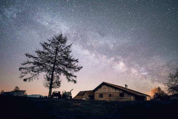 In the darkest nights, the stars shine brightest 🌟⬇️. . Die klaren Nächte, ...