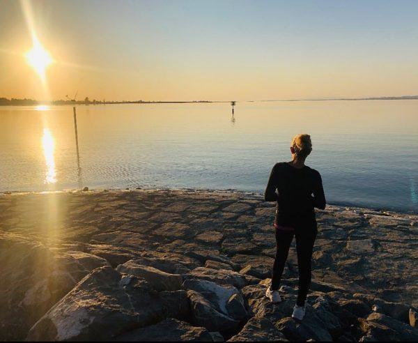 Sunset 🌅🥰 #sunset #sunsetlovers #sunsetpics #sungoesdown #me #sailingboat #hard #hardambodensee #bodensee #lakeofconstance #vorarlberg ...