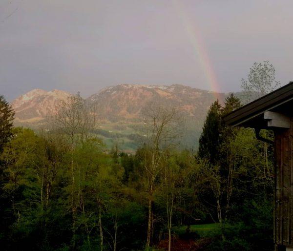 #bregenzerwald #visitvorarlberg #vorarlberg #visitbregenzerwald #home #magic #mountains #mylife #frühling #flowers #regenbogen #rainbow #wald ...