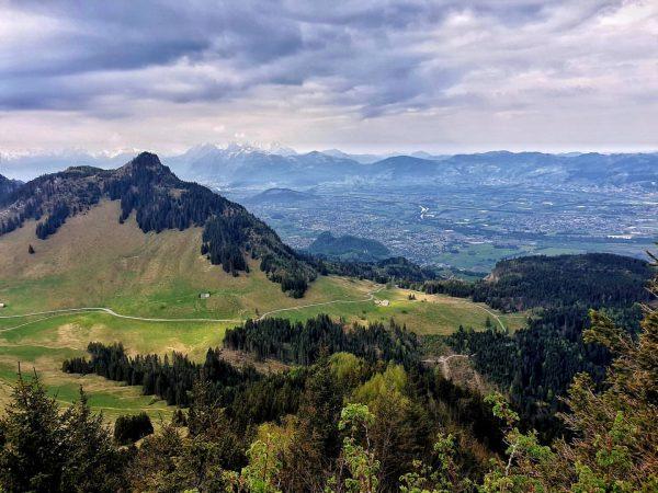 Das Wetter war heute zwar nicht gerade berauschend, aber der Blick von der Staufenspitze ins Rheintal und...