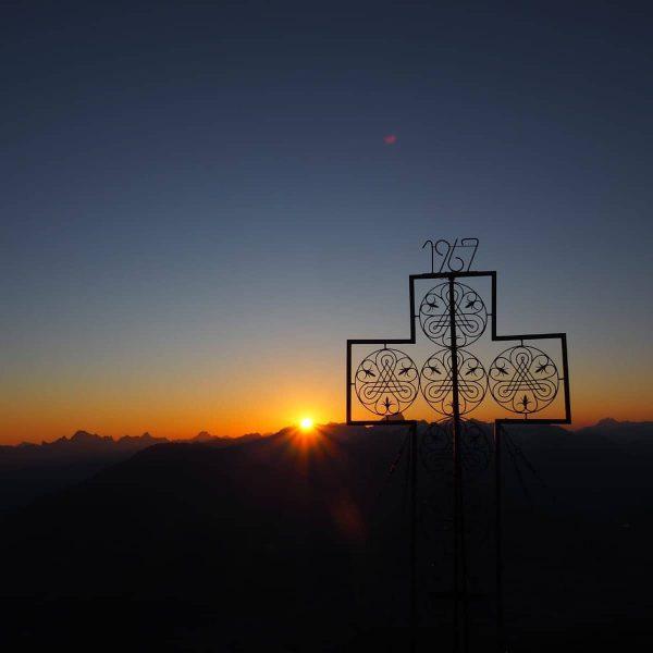 #Mondspitze #sonnenaufgang #nofilter #mountainlovers #sunyday #suniscoming #pictureoftheday #mountains #perfectday #home #bürserberg #visitvorarlberg #alps ...