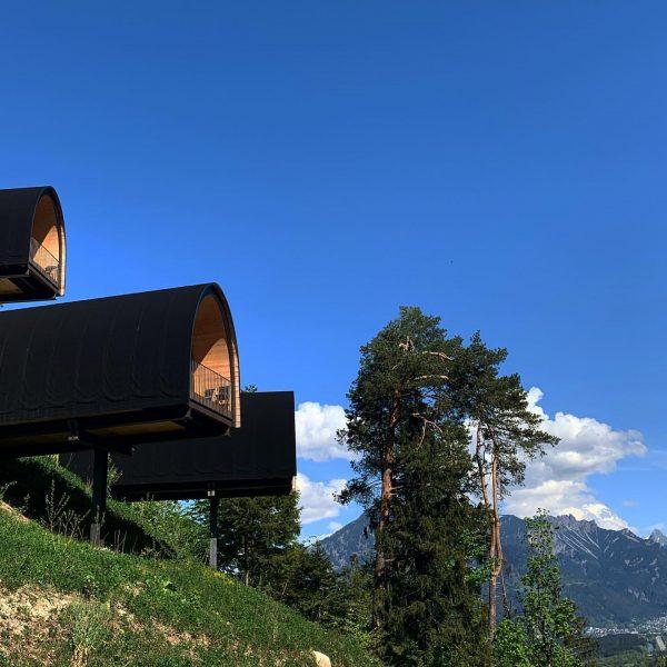 Natur, Freiheit & Sicherheit #glamping #camping #freiheitgenießen #sicherstereiseform #sicherheitsabstand #naturerleben #himmlisch #panorama #bergblick ...