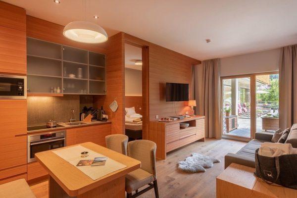 """""""Appartement ALM"""" • Ein großzügiges Wohnerlebnis mit echtem Lecher Wohlfühlfaktor 😍💯. ⏩ 2 ..."""