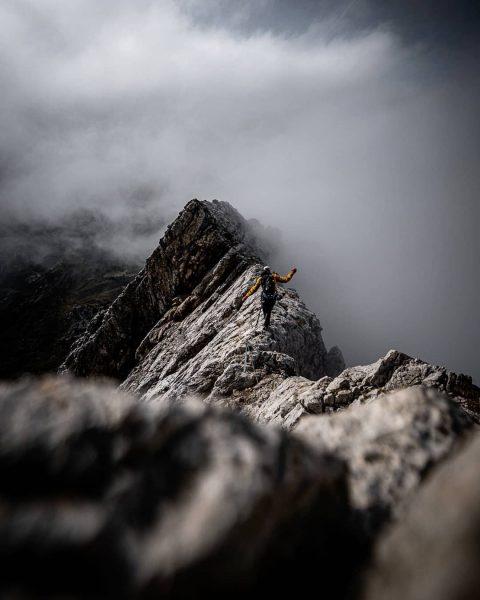 Living on the #edge ⛰️ ⛰️ ⛰️ #ridge #climbing #mountaineering #climb #mountainshots #photography ...