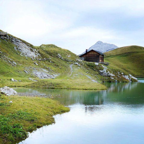 »Pretty huts and little lakes« 09.2019 #lyco #lycozeit #youshotphotographer #lechquellenrunde #austrianaalps #unterwegsindenbergen #lechquellengebiet ...