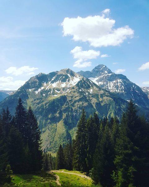 Hiking @ Kleinwalsertal ❤ #austria #kleinwalsertal #hiking #sunnyday #sporty #picoftheday #picknickmitaussicht #picture #mountains ...