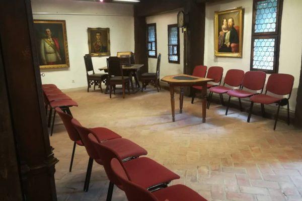 Noch liegt die Schatzkammer💍💎👑 der Schattenburg im Dornröschenschlaf🌹und wartet darauf bei einer Führung durch kundige Museumsvermittler entdeckt...