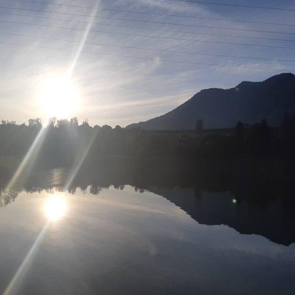 Ich kam. Ich sah. Die Morgensonne! #venividivorarlberg #visitvorarlberg #visitbregenzerwald #andelsbuch #niedere #stausee Gasthaus ...