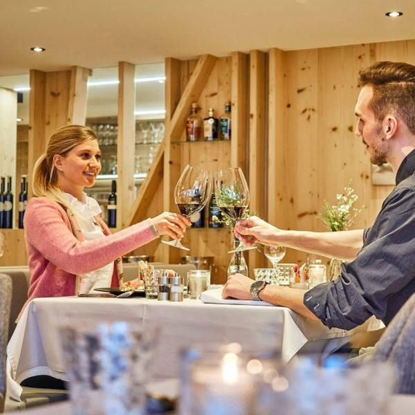 Ab Freitag heißt es wieder #cheers 🥂 in unserer #sonnenburg - mit Genuss Verwöhnmenü, a là Carte-Abendessen...