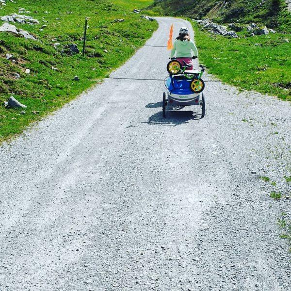 Familienausflug mit dem Bike zur #auenfelderhütte #warthschröcken #atemderberge #schröcken #familytime #qualitytime #ebike #berge ...