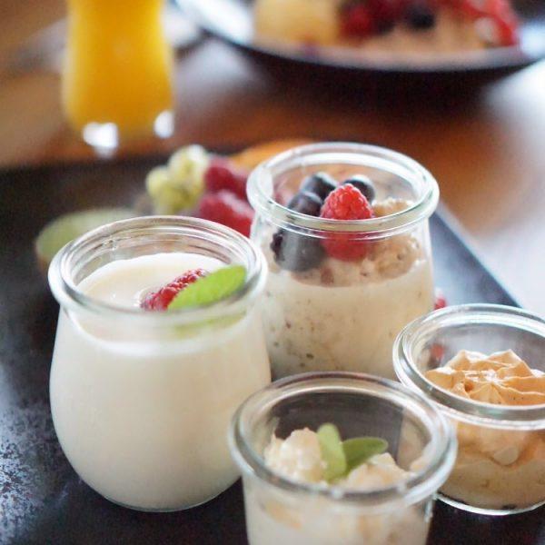 Starte gestärkt ins Wochenende mit unserem liebevoll zusammengestellten Frühstücksangebot. Verfügbar bis 14 Uhr ...
