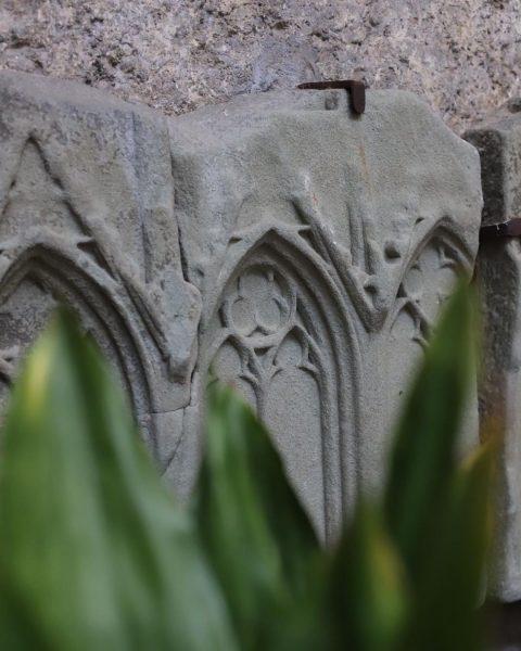 Alte Sandsteinreliefs aus dem Feldkircher Dom, zu bewundern in unserem Innenhof. 📸 _ ...