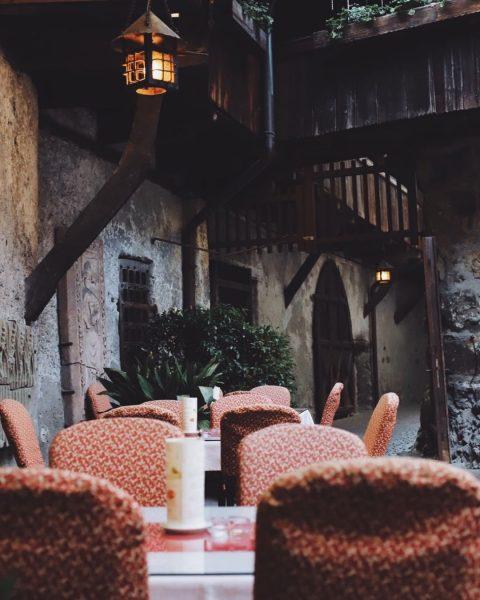 Vorsommerliche Abendstimmung in unserem Gastgarten im Innenhof. ☀️ _ _ #schattenburg #feldkirch #lovevorarlberg ...