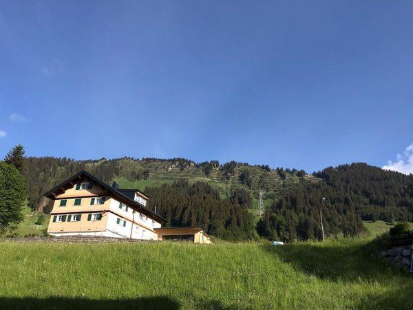 Goedemorgen: vanaf ons balkon in appartement 245 ☀️😎😃 Meer info: www.appartementheeresmittelberg.com #Mittelberg #Kleinwalsertal #Oostenrijk