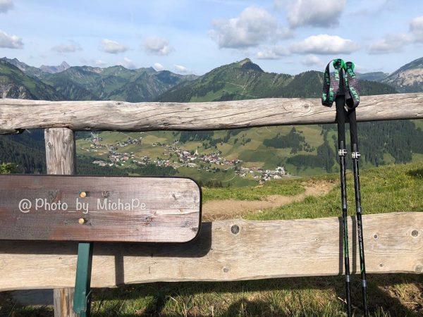 Beim Abstieg von der Fiderepass-Hütte auf 2070m machten wir eine letzte Rast auf ...