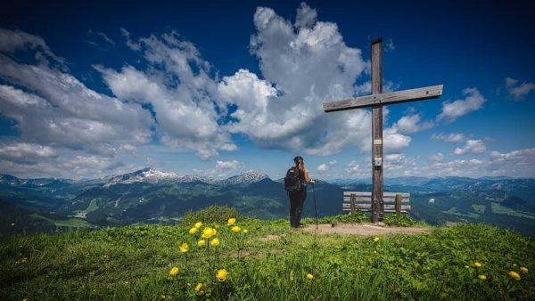 𝔾𝕠 𝕨𝕙𝕖𝕣𝕖 𝕪𝕠𝕦 𝕗𝕖𝕖𝕝 𝕞𝕠𝕤𝕥 𝕒𝕝𝕚𝕧𝕖... #bergsteigen #wandernmachtglücklich #gipfelkreuz #alps #alpsmountains #mountains #inlovewithmountains ...