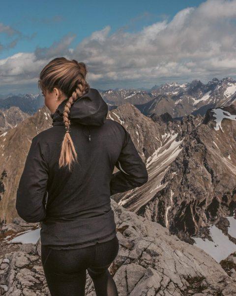 Angenehmer Sonntagsspaziergang 🤗 _____________________________________ #schneefrei #wieimmer #kleinwalsertal #widderstein #allgäueralpen #allgäu #allgäulocals #vorarlberg #mountainaddict #adventuretime #kraxeln #norisknofun #ibizfriede...
