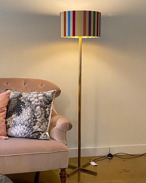 Seidenschirm von Etro Home #interior #lampenschirm #licht #leuchten #lebensbegleiter #handwerk #homedecor #homeinteriordesign #atmosphäre ...