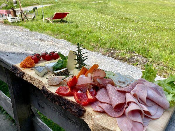 Ein kleiner Teil unseres Bergfrühstücks im Gauertalhaus 🏔☀️ dazu stellen wir euch natürlich ...