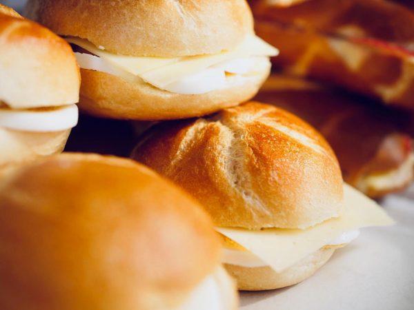 🙏🏻 Das perfekte Semmile zubereitet mit den besten Zutaten: Handsemmel vom Mangold, Freilandeier ...