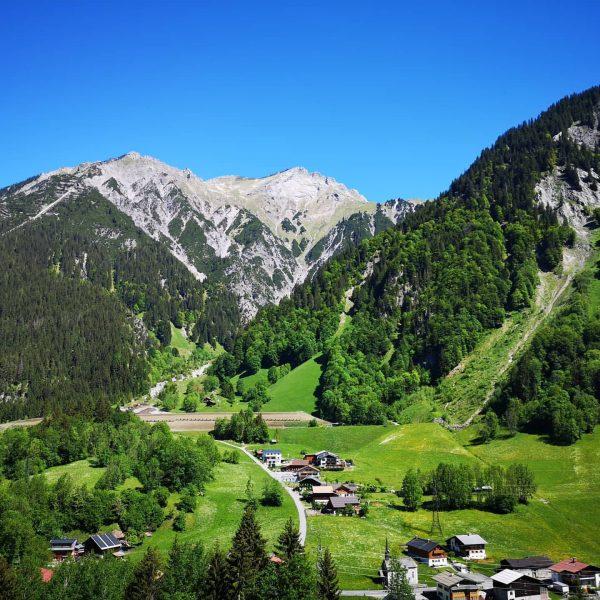 Trotz der beschaulichen Idylle ist Klösterle nichts für Stubenhocker. 🚶♂️🥾🚴 Vom ArlbergResort aus ...