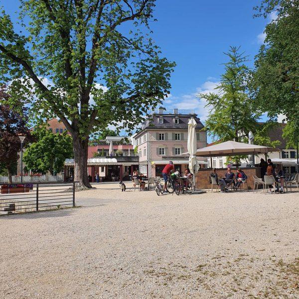 Wer sich nach einem Spaziergang durch Hohenems ein hausgemachtes Eis mit heimischen Beeren ...