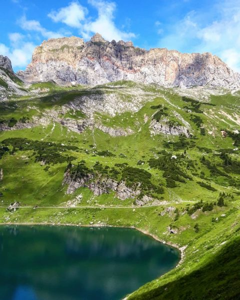 📌 Formarinsee, Lech, 🇦🇹 * [🇩🇪] Der Formarinsee und die dahinter liegende Rote Wand (2704 m) wurden...