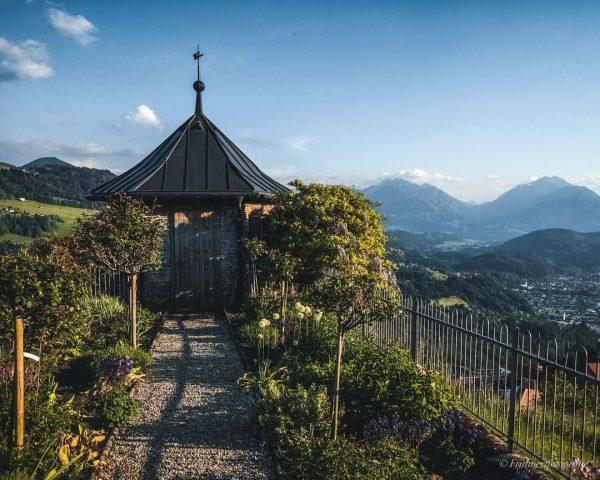 Einer meiner Lieblingsplätze, ein super schöner kleiner Garten mit mega Aussicht #nowordsneeded . ...