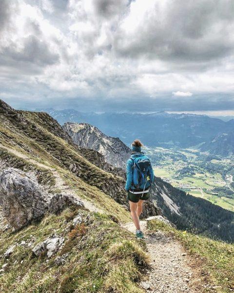 ____not made to stay inside #grounding ⛰ . : . #oberstdorf #allgäu #allgäueralpen #kleinwalsertal #alpenliebe #choosemountains #neverstopexploring...