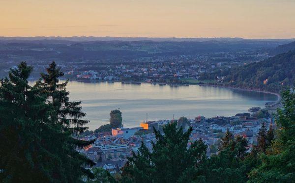 Bugünün Bregenz manzarası Gebhardsberg'ten. Bu tepeden Almanya, Avusturya ve İsviçre görülebiliyor. Şehirde 7. ...