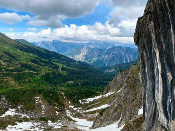 Back in the game ⛰💪 #viaferrata #klettersteig #kleinwalsertal #2000m #kanzelwand #2länderklettersteig #nature #gipfelstürmer #climbing #whataview #schnee #austria...