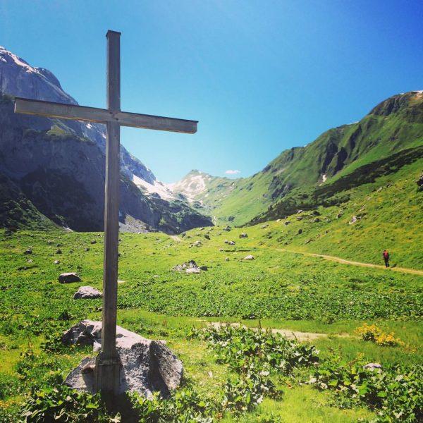 perfektes wanderwetter und sonnenschein ist für morgen angesagt ☀️ #lindauerhütte #öfapass #berge #ausblick ...