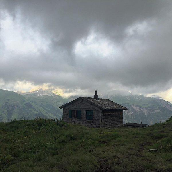 #traumhaus gefunden und gleich dort übernachtet: die obere #gaisbühel #gaisbühelalpe #alpe #oberalpe der ...