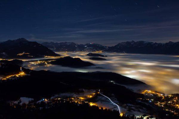 Neblige Weihnachtsnacht #vorarlberg #nebelmeer #nebel #foggy #foggynight Alpengasthof Peterhof Furx