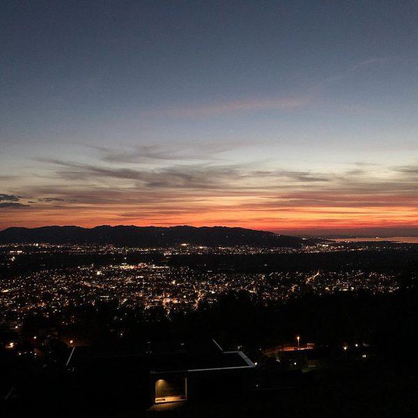 #nofilter #sunset #intothedarkness #findmysoul #freemymind #rheintal #dornbirn #heimat #dahuam #laufenmachtglücklich Schwende (berg)