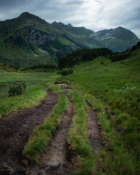 The way to alpe verbella!! #earthexclusive #earthofficial #earth_shotz #createexploretakeover #createexplore #yourshotphotographer #inspirational__photos #hikingculture ...