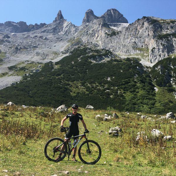 MTB beklimming van het Gauertal richting Lindauerhütte & Verajoch🚵🏻♂️👌🏻 • • #mtb #giantadvancedxtc ...