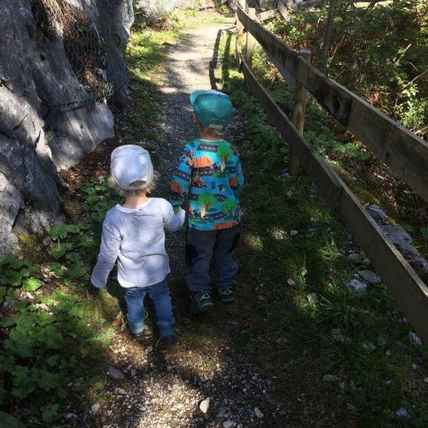 Durch ein Kind wird aus dem Alltag ein Abenteuer 🌈 #esgibtimmerwaszuErleben #klösterleamarlberg #klostertal ...