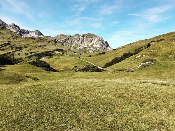 Herbstzeit ist Wanderzeit 🍂 #auroralech #lechzürs #hausbraunarl #stuttgarterhütte #herbst #wandern #lifeisbetterinthemountains #gooutandhavefun #hiking ...