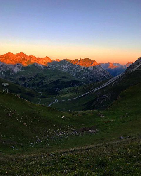 golden mountains during #sunrise in the austrian #alps. . #mothernature #bergsommer #bestmountainartists #kraxeln ...